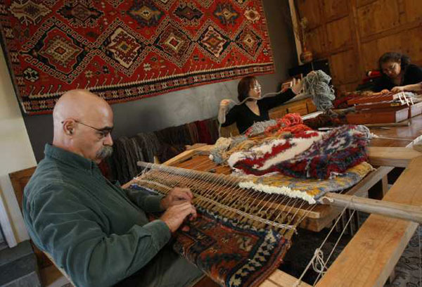 Exceptional Hratch Kozibeyokian, Restorer Of Rugs, At His Home Studio In Shadow Hills